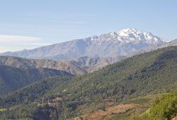 أين يقع جبل توبقال؟