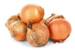 ما هي الفيتامينات الموجودة في البصل؟