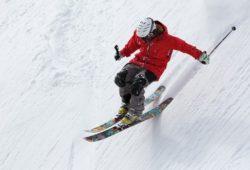 ما اسم رياضة التزحلق على الثلج بالانجليزية؟