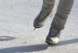 ما اسم رياضة التزلج على الجليد بالانجليزية؟