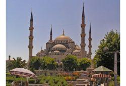 أين يوجد المسجد الازرق؟