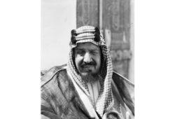 متى توفي الملك عبد العزيز؟