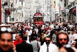 كم يبلغ عدد سكان تركيا؟