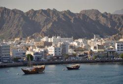 ما هي اول دولة عربية تشرق عليها الشمس؟