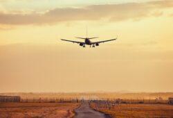 كم يبعد مطار أبها عن النماص؟
