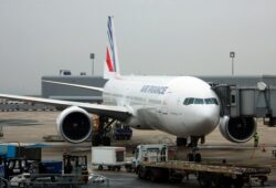 كم يبعد مطار اورلي عن باريس؟