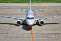 كم يبعد مطار جاتويك عن مطار هيثرو؟