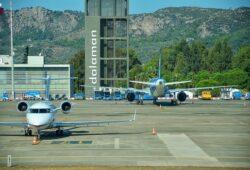 كم يبعد مطار دالامان عن فتحية؟