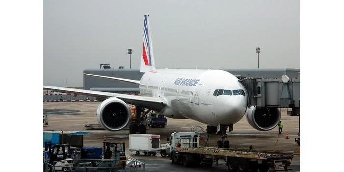 كم يبعد مطار شارل ديغول عن باريس