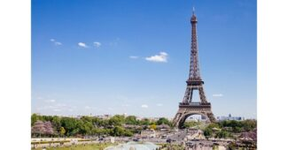 كم يبلغ ارتفاع برج ايفل؟