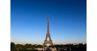كم يبلغ وزن برج ايفل؟