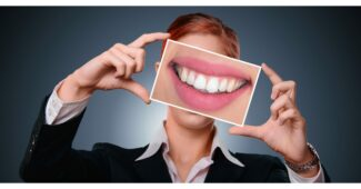 ماذا تسمى الأسنان الامامية ؟