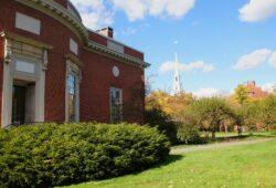 ما اسم جامعة هارفارد بالانجليزي؟
