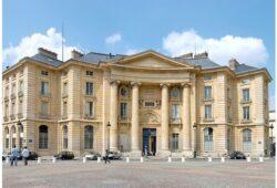 ما هي أشهر جامعة في باريس؟