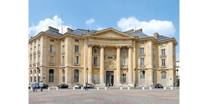 ما هي أشهر جامعة في باريس
