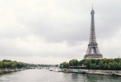 ما اسم النهر الذي يمر من باريس؟